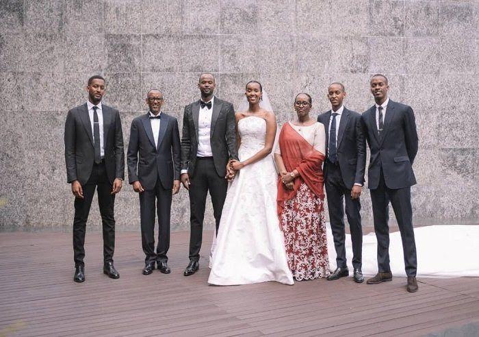 Kagame entouré de sa famille. Pense-t-il aux Nôtres sacrifiés sur l'autel de ses ambitions politiques?