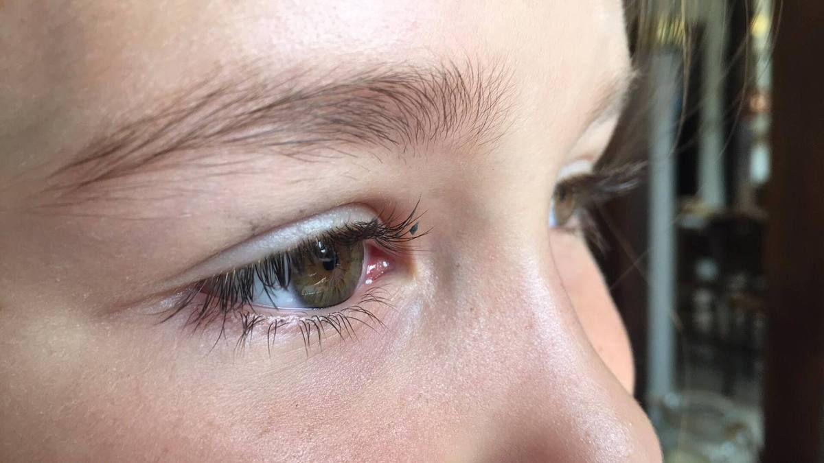 Mascara léger pour l'été et  active pousse des cils