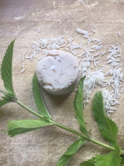 cake shampoing rafraîchissant pour  racines plutot grasses, pointes sèches, à l'iris et à la menthe