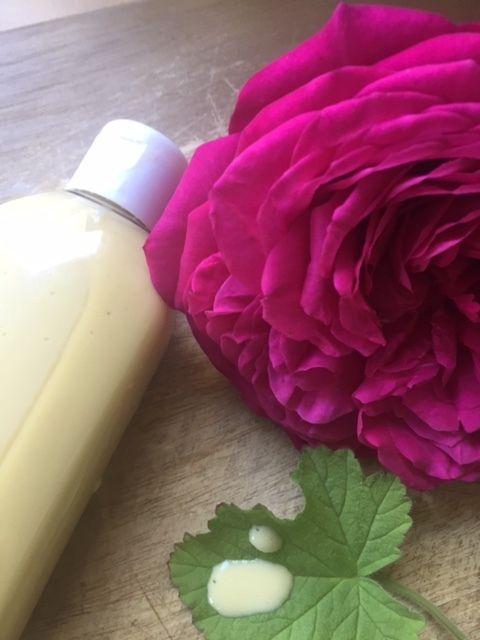 Lait douceur lactée pour visage aux fleurs et au miel, à rincer