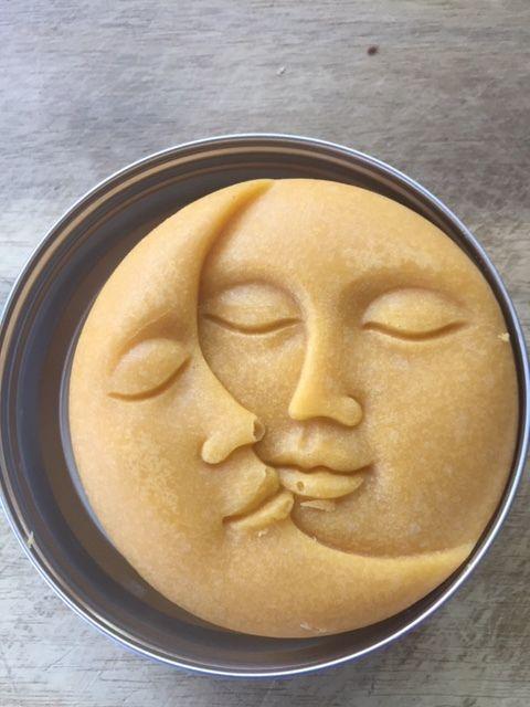 Cake de douche exfoliant doux, moussant, préparateur bronzage