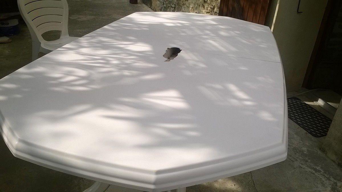 RAFRAÎCHIR UNE TABLE EN RÉSINE...