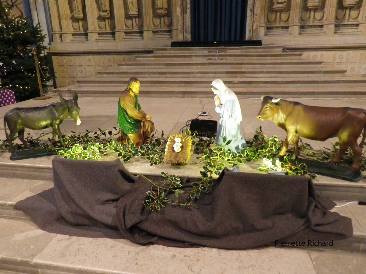 """La traditionnelle crêche de Noël (""""entre le boeuf et l'âne gris"""")"""