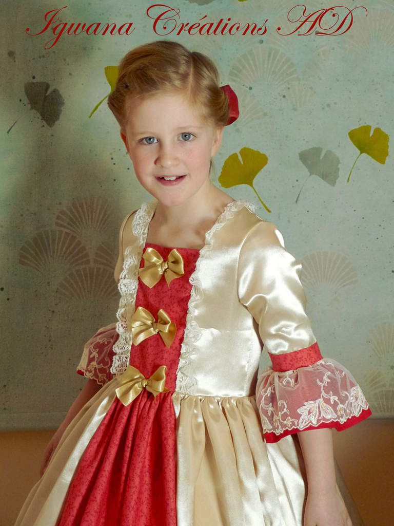 robe de princesse or clair et rouge corail gros volume