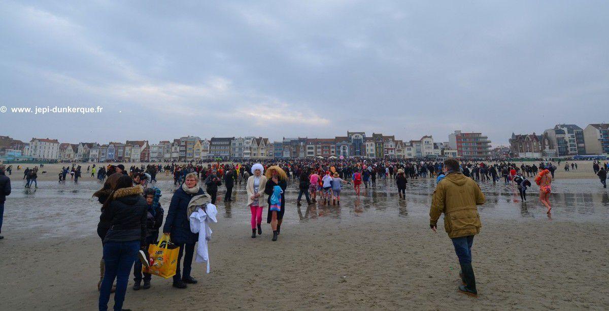 Le Bain des Givrés 01 Janvier 2017 à Dunkerque .