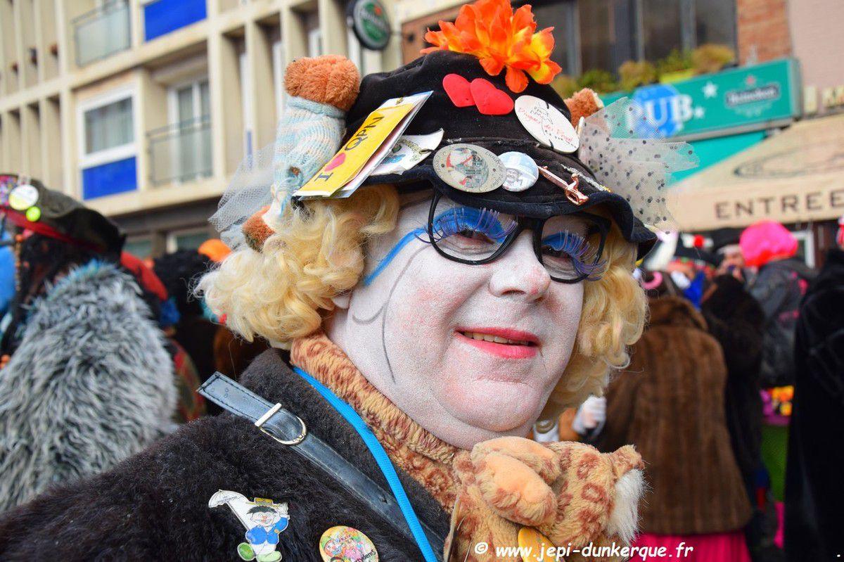 Carnaval de Dunkerque 2018 La Bande des Pêcheurs et le jet de Harengs