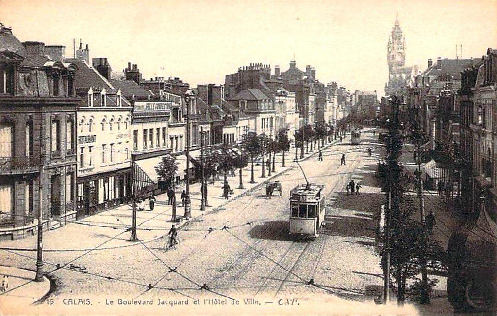 (A8) Cartes Postales Anciennes Calais Les places et rues