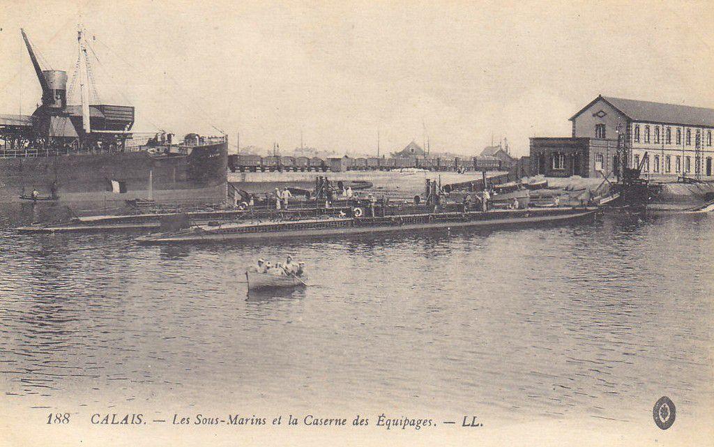 (A18) Cartes Postales Anciennes Calais les Bateaux et jetées