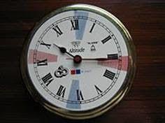 Pendule d'un P.C radio avec ses secteurs de silence. En rouge silence de 3 minutes graphie, en bleu silence phonie