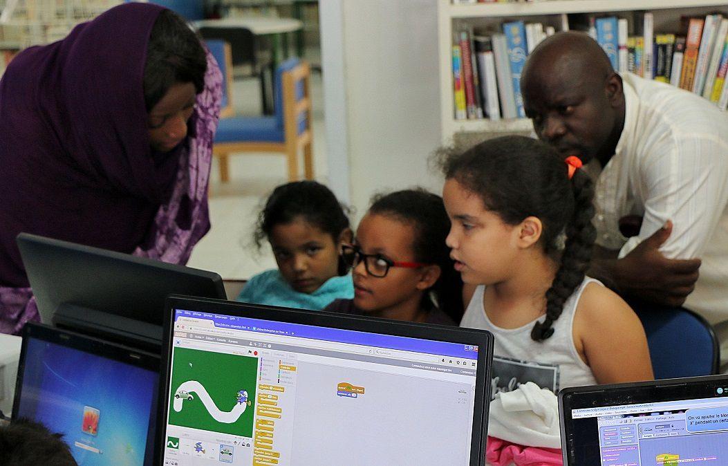 Technologies : Enfants et adultes initiés à la programmation informatique, et aux énergies solaire et éolienne