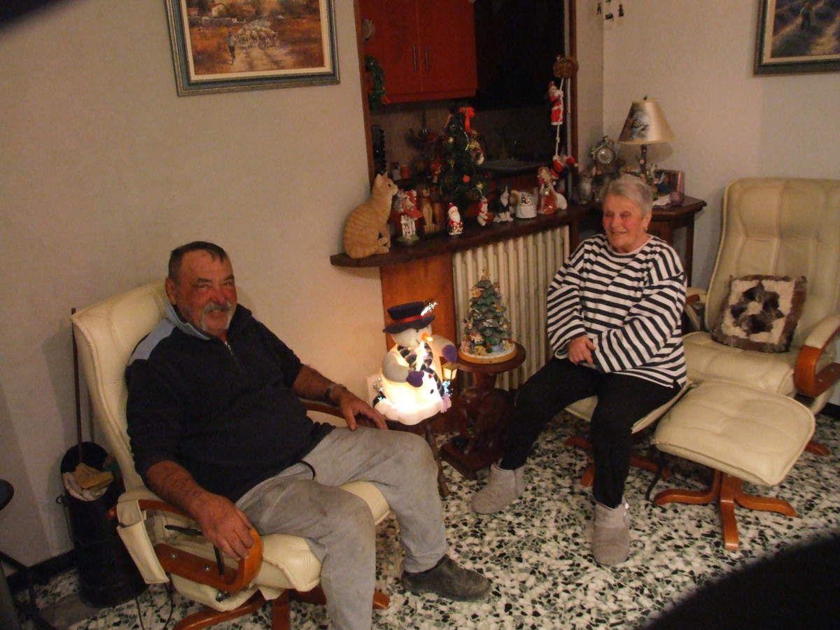 Le couple a imaginé un spectacle dans leur maison avec une multitude de personnages, tout en lumière !