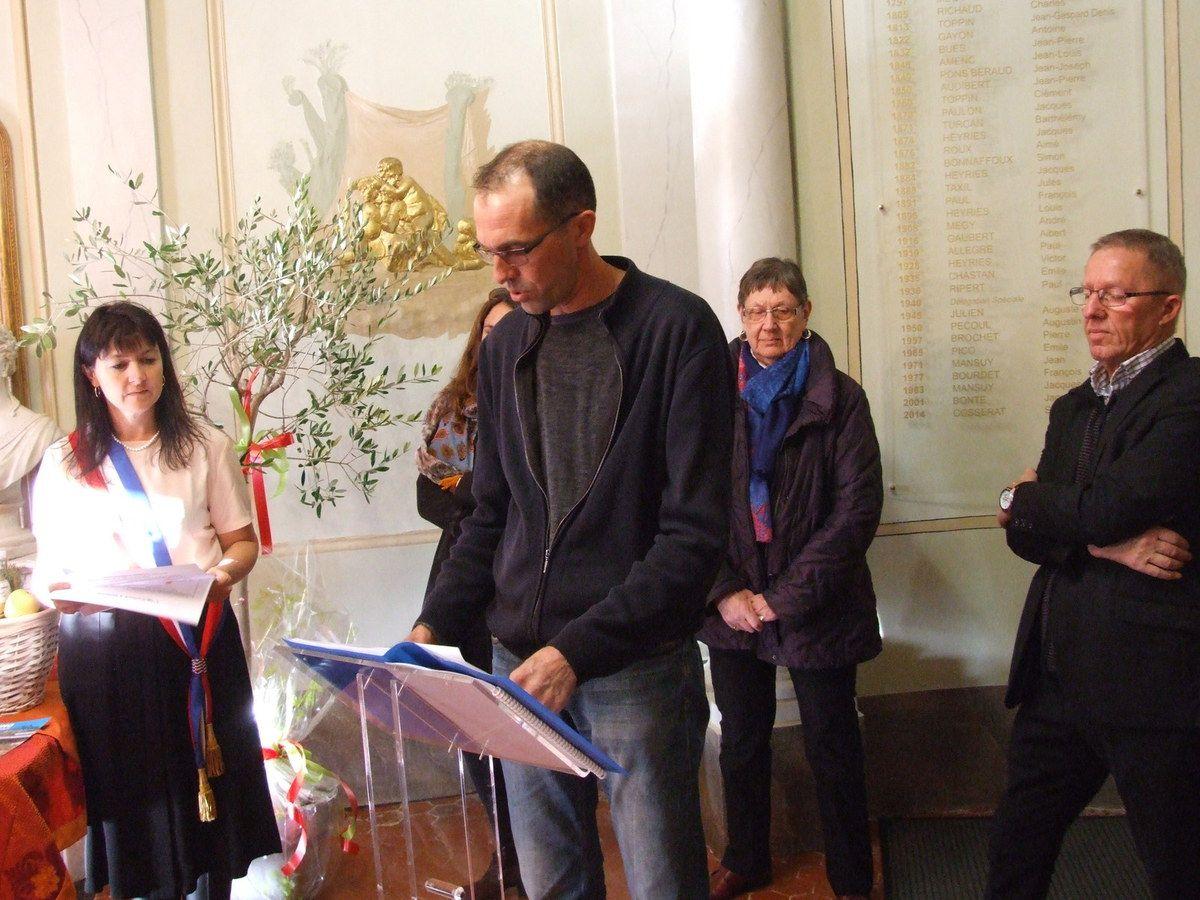 VOLONNE     Visite du préfet  Inauguration d'une plaque répertoriant les 36 maires de Volonne depuis 1792