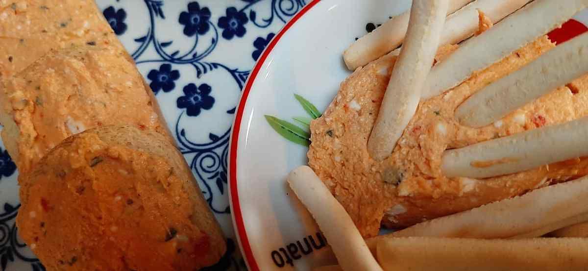 toasts apéritifs crème de poivrons a la feta