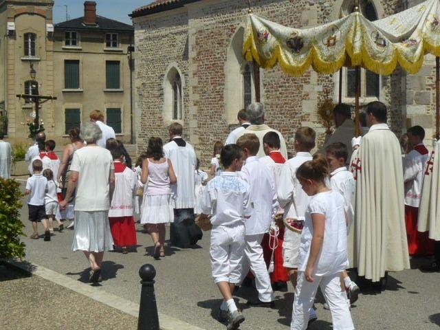 La procession de la Fête Dieu à Villars en 2009