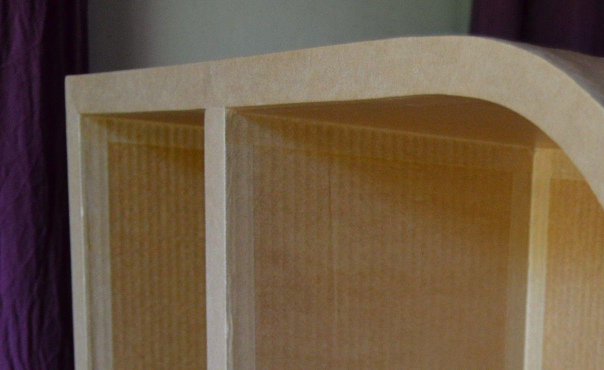 Meuble en carton arrondi