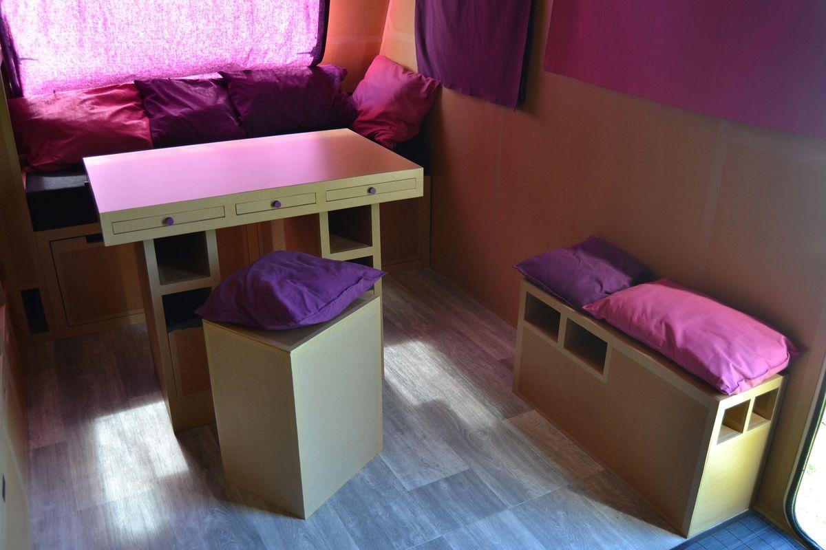 Table-bureau, pouf, petit banc cache-roue