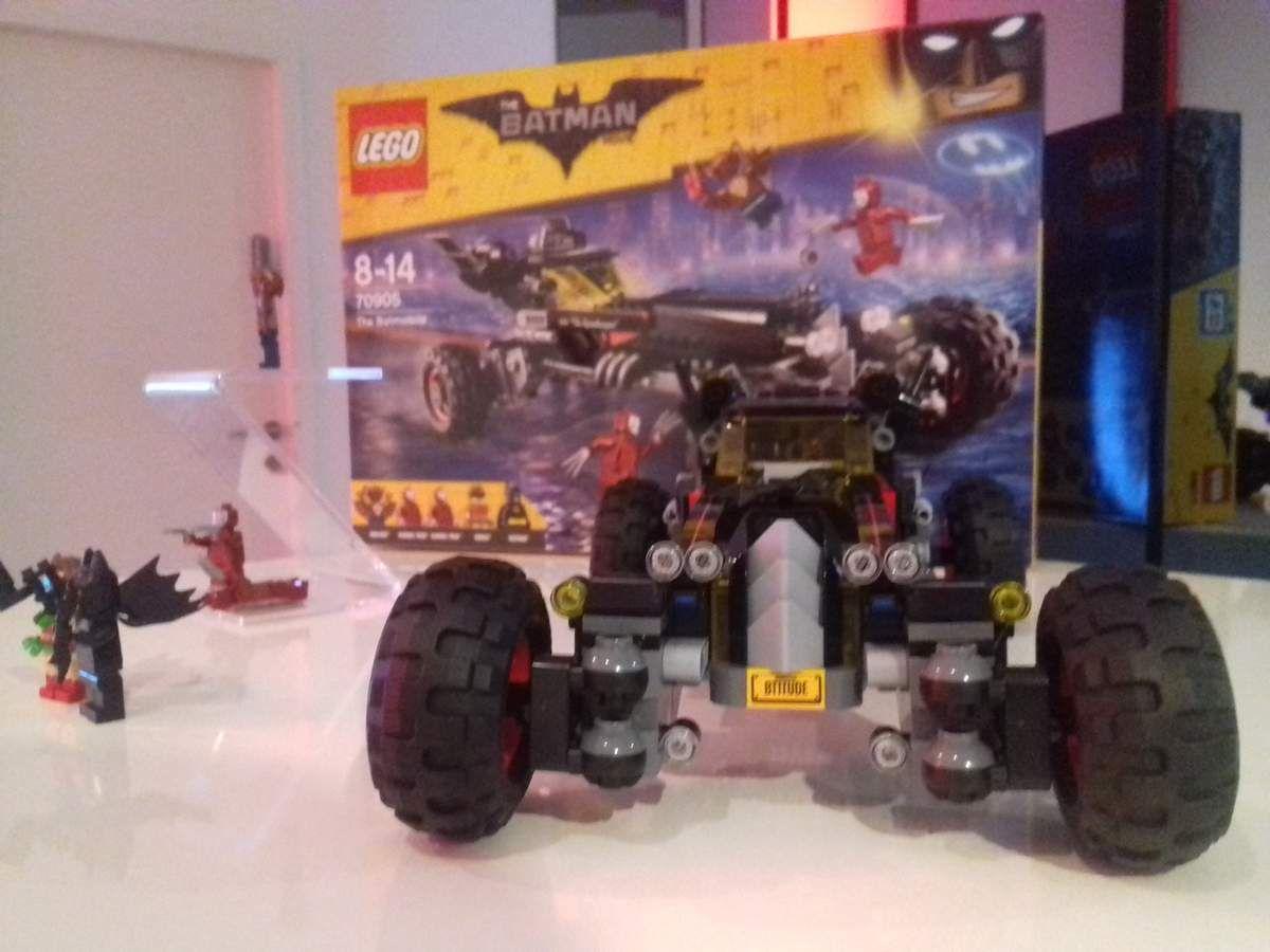 Avec les nouveaux ensembles Lego Batman (le film), les petits comme les grands pourront recréer les supers aventures de Batman, et jouer avec leurs personnages préférés. La Batmobile, par exemple, est à 65€ (environ).