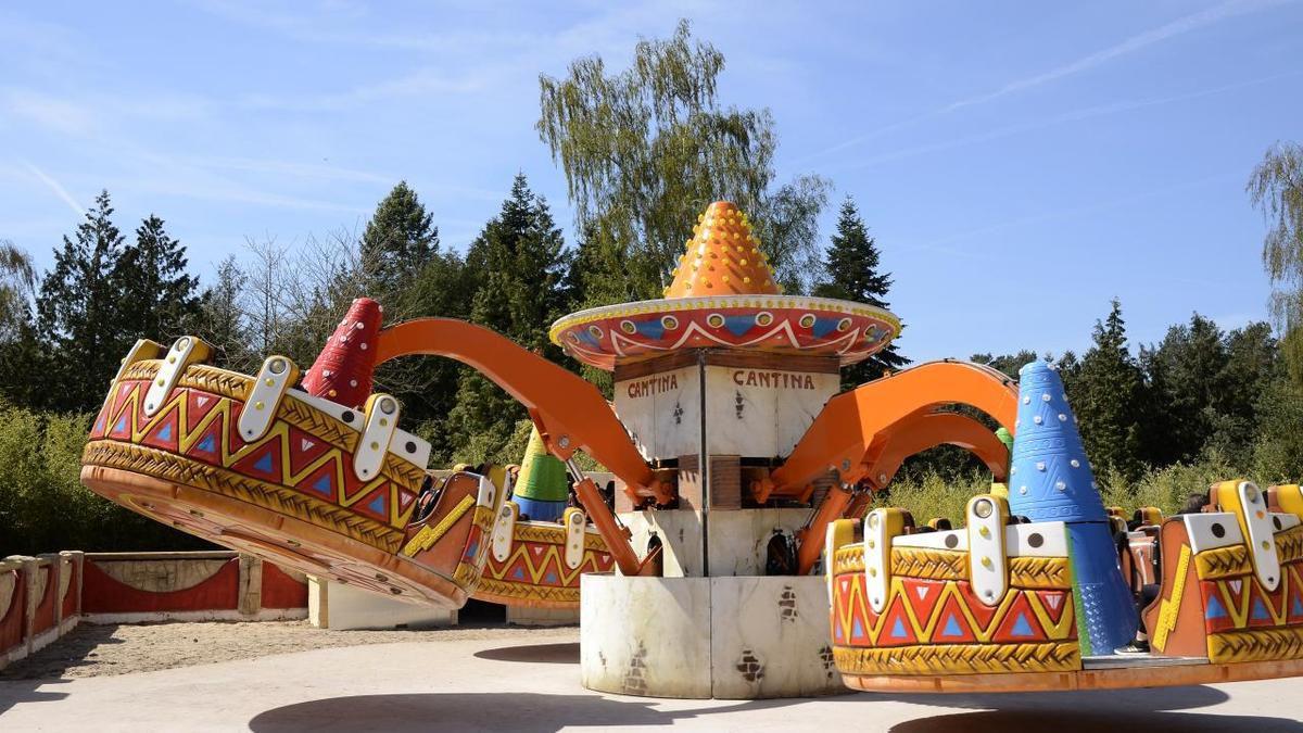 Tornado.- Type : pieuvre (dès 1,20 m). Avis de tempête ! Les visiteurs vont devoir s'accrocher à leurs sombreros : 4 nacelles de 10 places pour tournoyer dans une ambiance colorée.