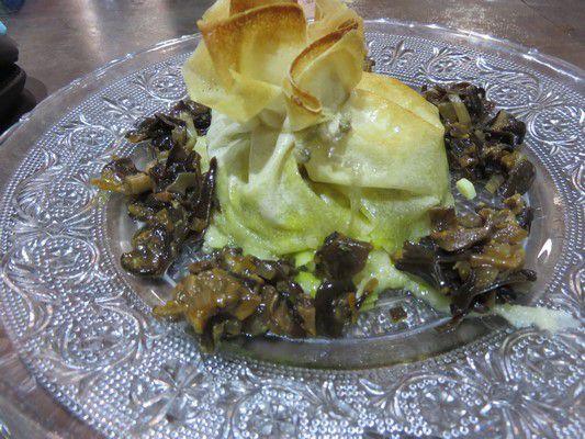Pastilla au confit de canard,champignons et foie gras