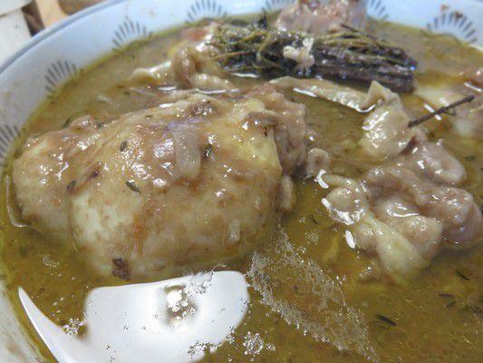 Hauts de cuisses de poulet au vin rouge