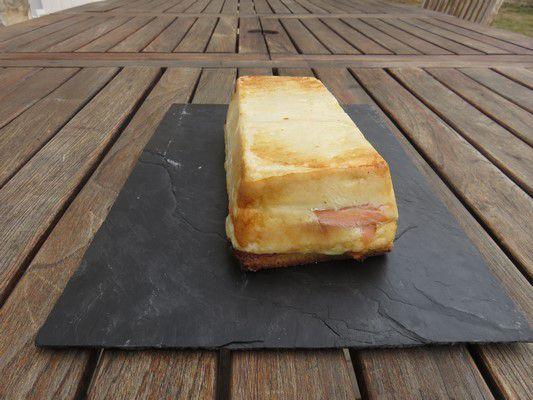 Croque cake au saumon-fromage ail et fines herbes