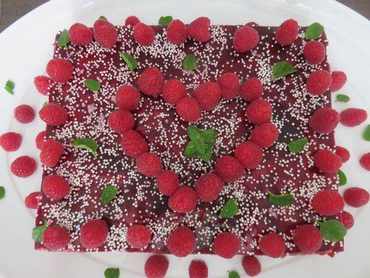 Entremets framboises-vanille et chocolat blanc , sur base croustillante cookies