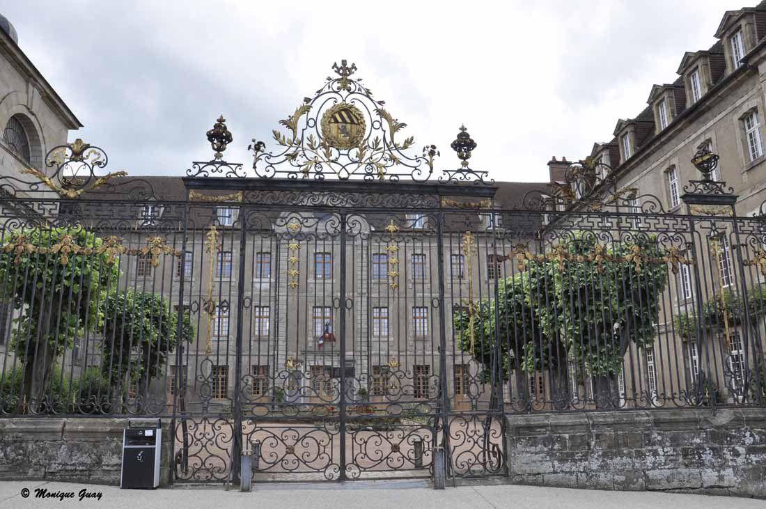 Entrée du Lycée Bonaparte.
