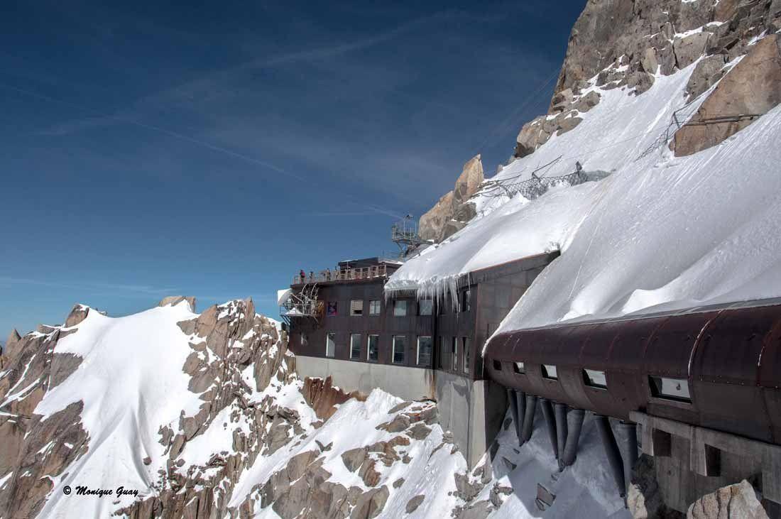 La galerie couverte à flan de montagne.