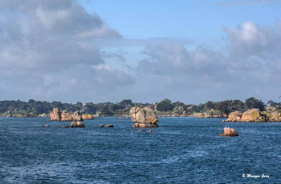 Rochers en mer autour de l'Île de Bréhat