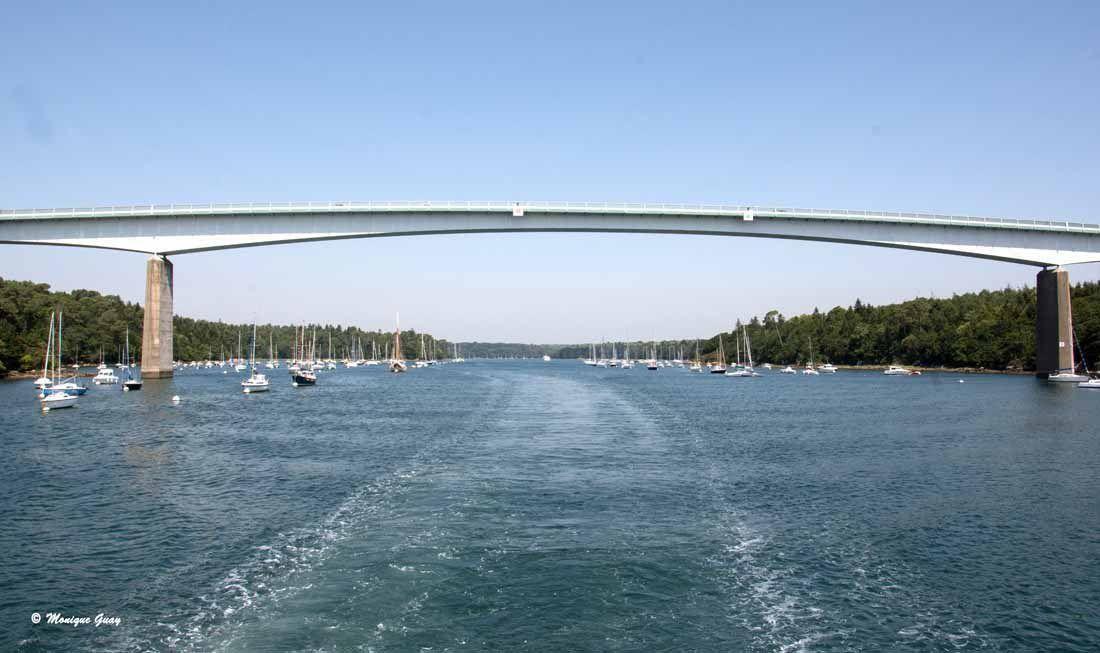 Je me retourne pour prendre le pont de Cornouaille en grande largeur. Je m'étais placée tout à l'arrière et au bord pour pouvoir photographier à ma guise.