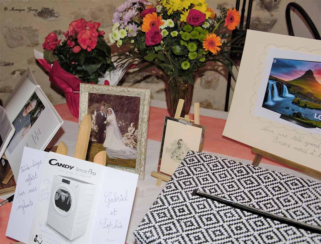 Livre d'or, sèche-linge offert par Gabriel et Sophie, boîte cadeaux pour une télé grand écran, photo de notre mariage, et moi bébé.