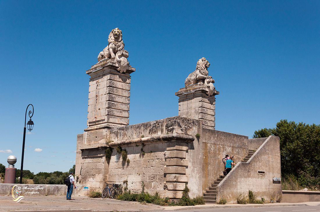Pont aux lions, trois photos à Arles