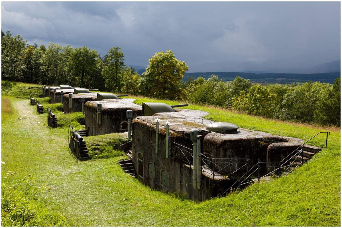 La forteresse géante de Mutzig  construite par Guillaume II aprés la guerre de 1870. Entierement enterrée, elle est conçue pour 7000 hommes  et une autonomie de 3 mois