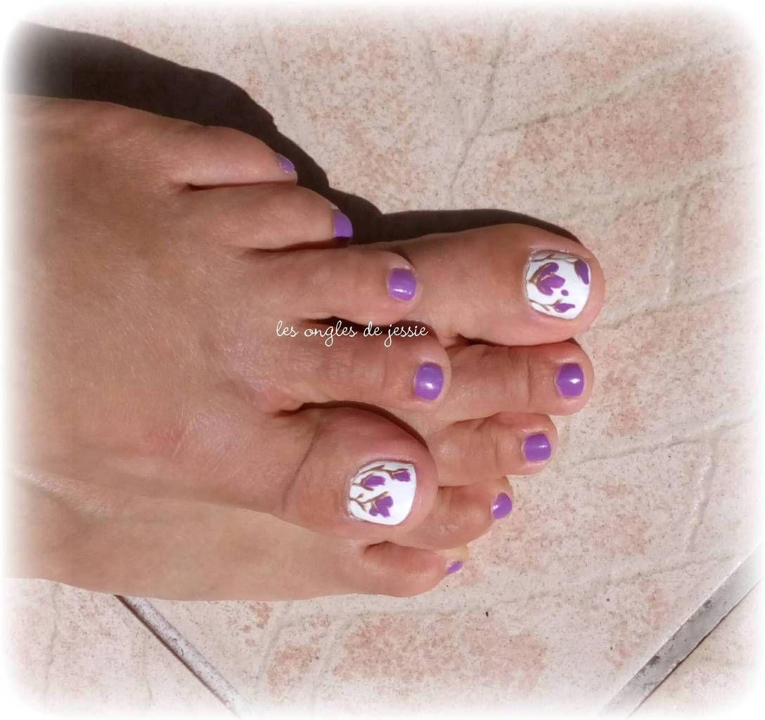 pieds en violet et petites fleurs