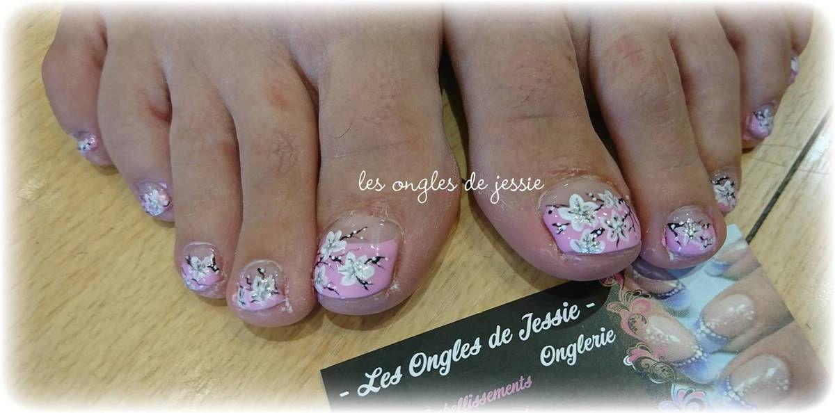 pédicure french rose fleurie