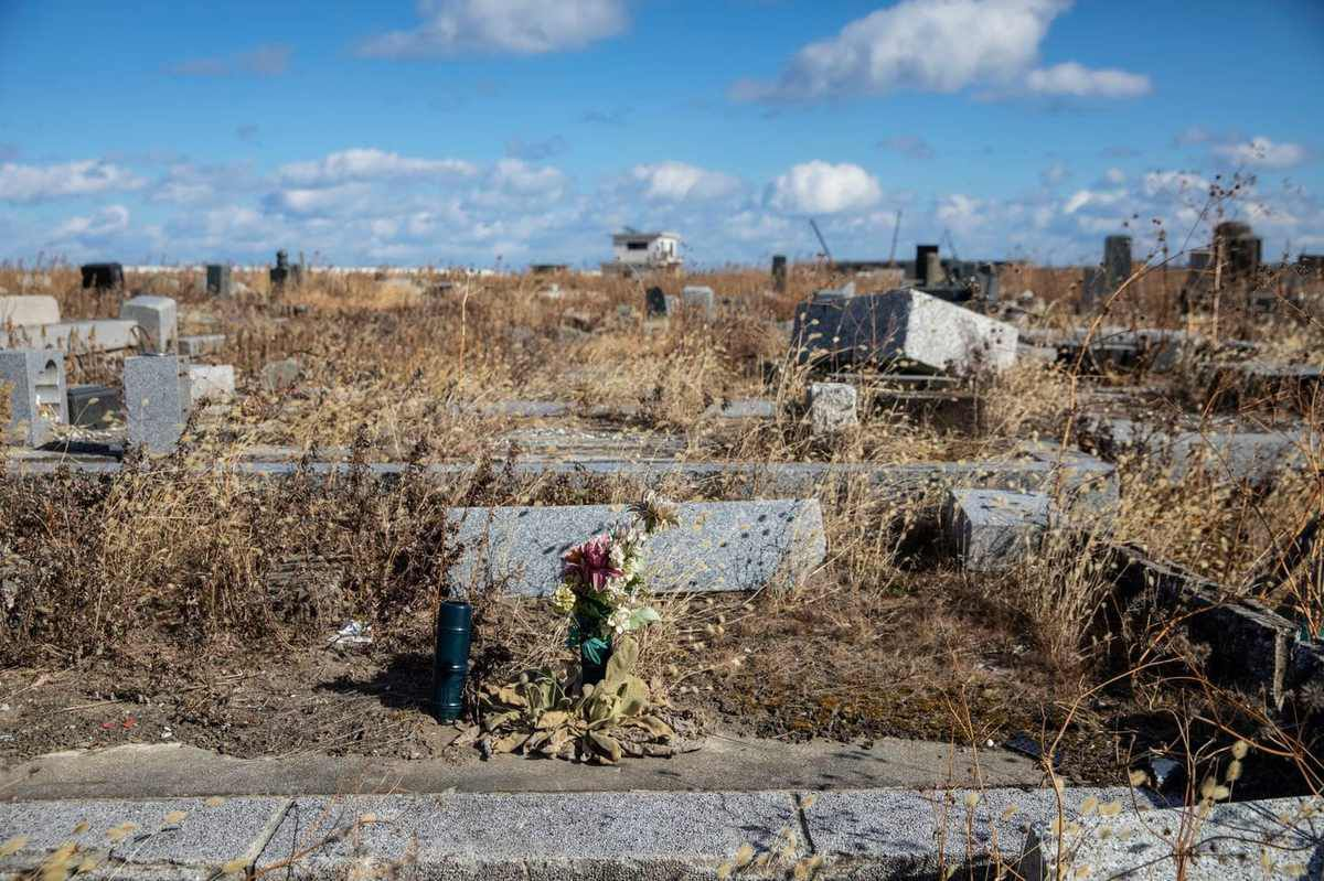A cemetery in Namie that was destroyed after the catastrophe. (Shiho Fukada for The Washington Post)