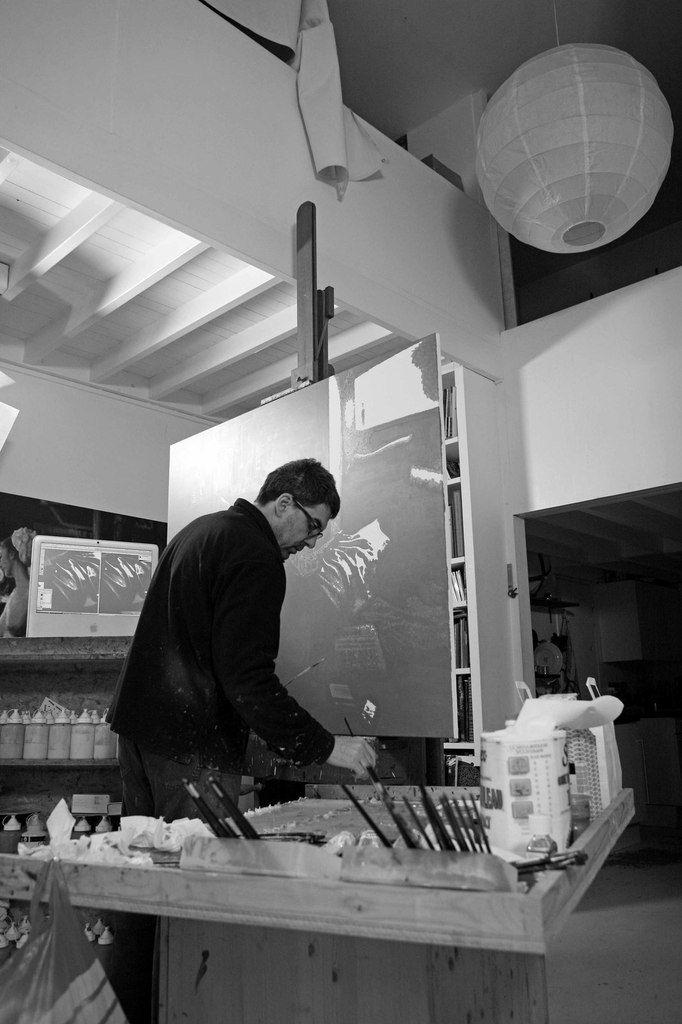 Dans son atelier de Paris le 12 mai 2010