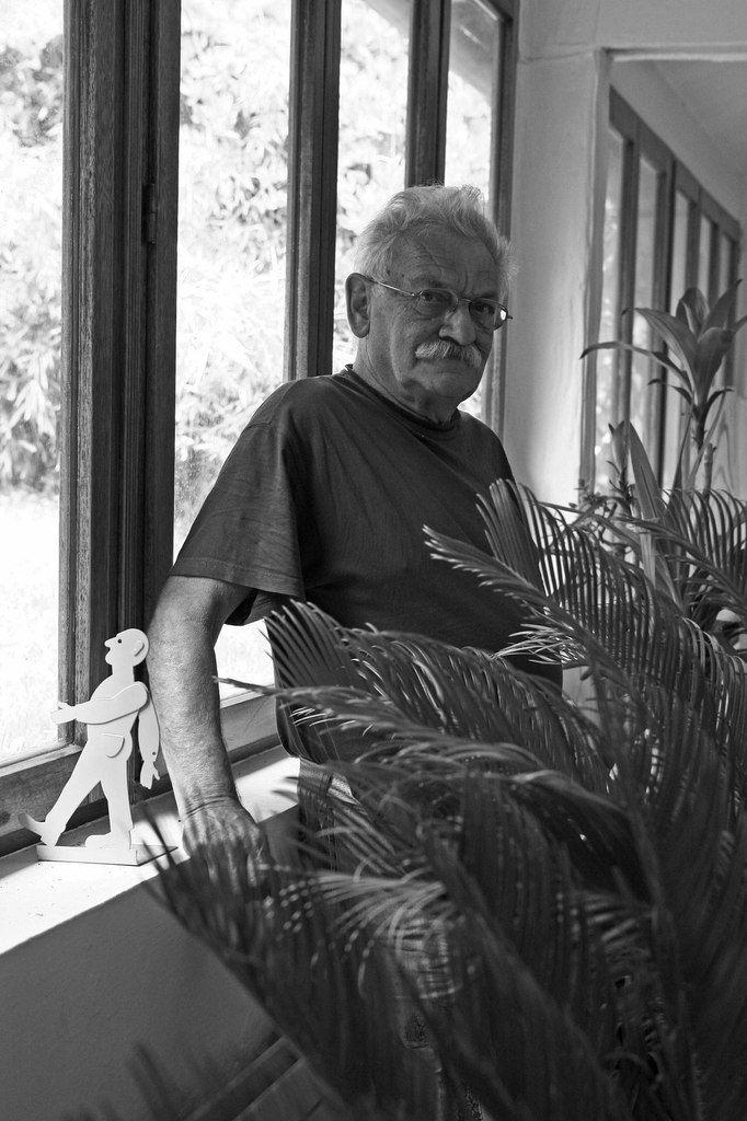 Antonio Segui dans son atelier d'Arcueil, le 14 mai 2008
