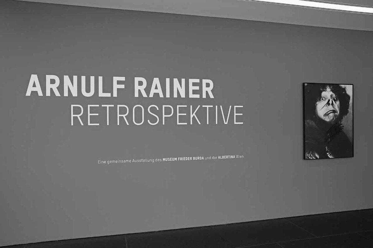 Entrée de l'exposition Arnulf Rainer