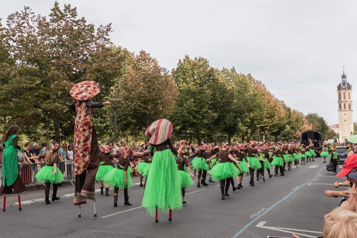 Défilé de la 18ième Biennale de la danse à Lyon