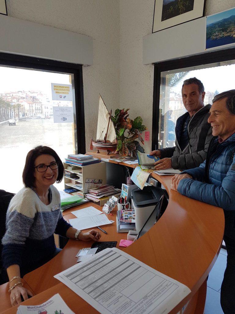 Sophie de l'Office de Tourisme de Banyuls - Tourisme à Perpignan - Près de la place Cassanyes (.JP.Bonnel) -  Paul PUGNAUD - Les Toiles de St-Estève