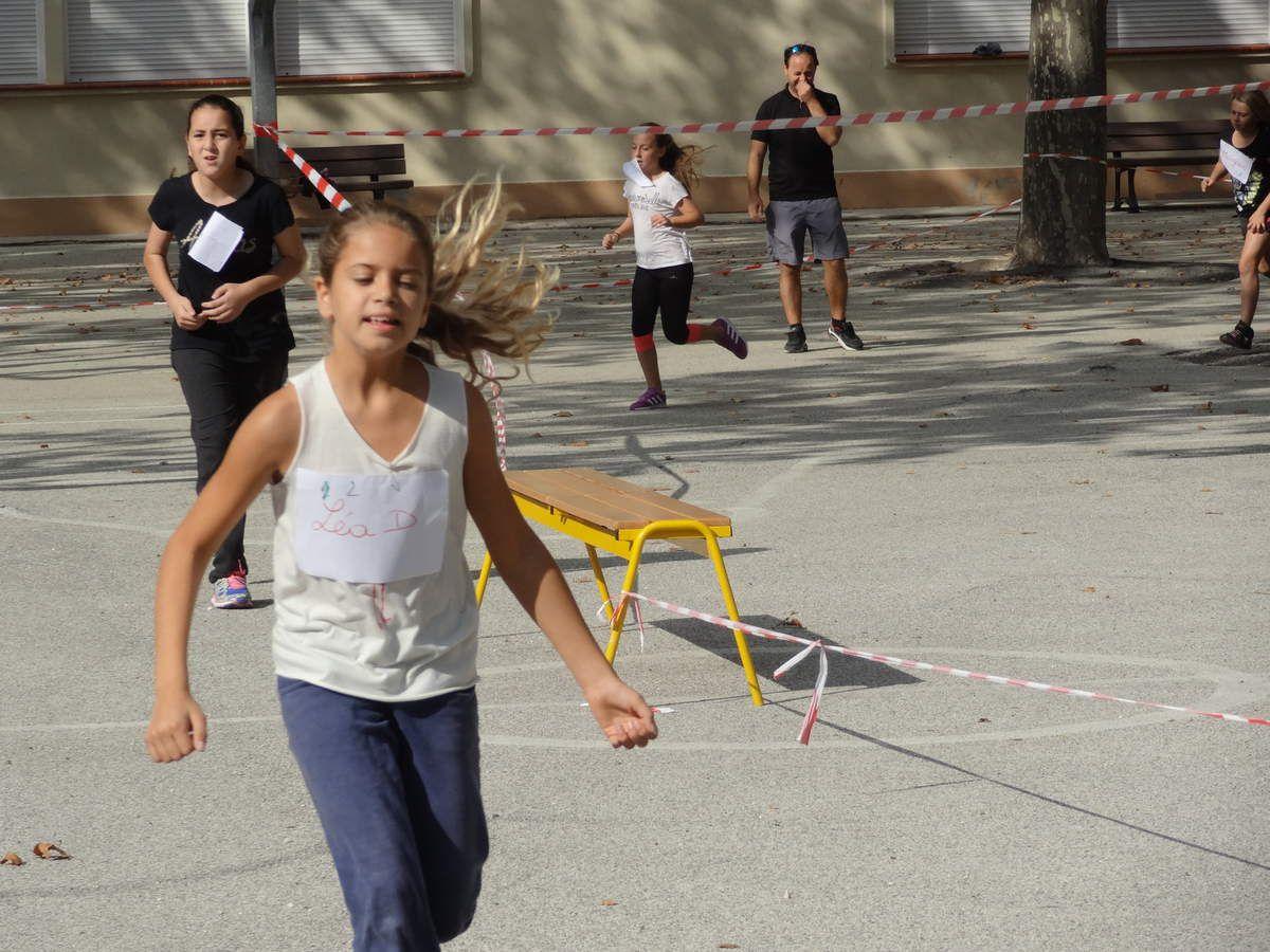 Ils se sont donnés à fond: A l'USEP on use ses baskets, à l'USEP, on a du PEPS, à l'USEP on est solidaires, c'est reparti pour de nouvelles aventures usépiennes!!! Merci aux parents présents qui ont aidé à l'encadrement de cette manifestation sportive!