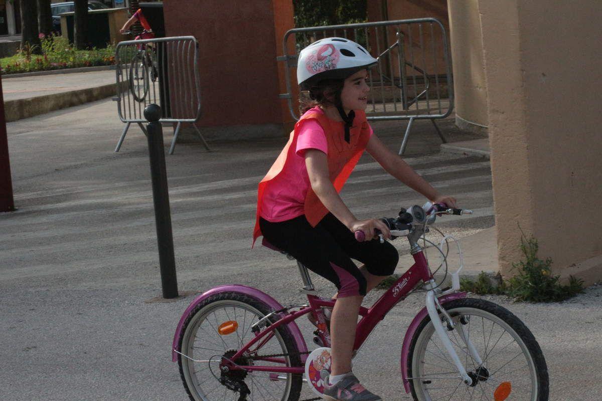 A l'USEP on a du PEP'S, A L'USEP on abandonne jamais, trop fiers de nos 30 km à vélo pour découvrir les gorges du Caramy à Tourves