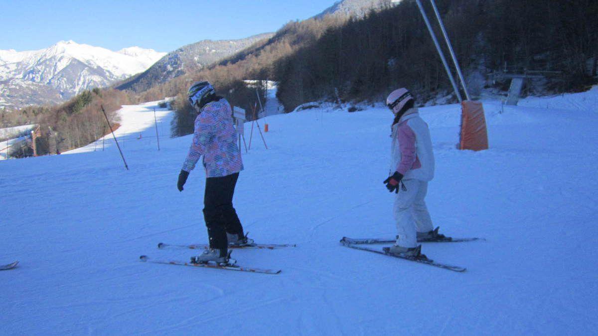 2 ème journée de ski sous un soleil éclatant, pas toujours facile pour certains mais tous sont motivés et gardent le sourire. Les moniteurs sont fiers d'eux et nous aussi!