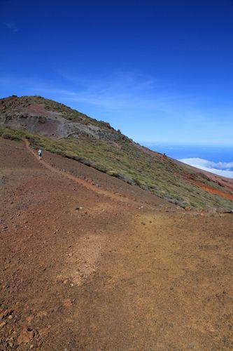 Au fond, Ténérife et le Teide, en bas dans une trouée, Santa Cruz..