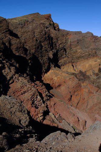De là, on peut apercevoir Ténérife et son sommet, le Teide (3718m), mais aussi les iles de La Gomera et de El Hierro.