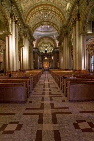 Place de la cathédrale. Ici les églises sont souvent très lumineuses!