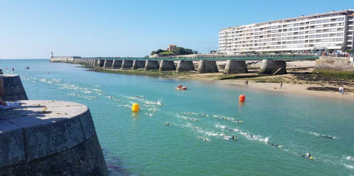 Le canal du Vendée Globe était emprunté en totalité par les Triathlètes. Des tribunes naturelles inédits en Triathlon!