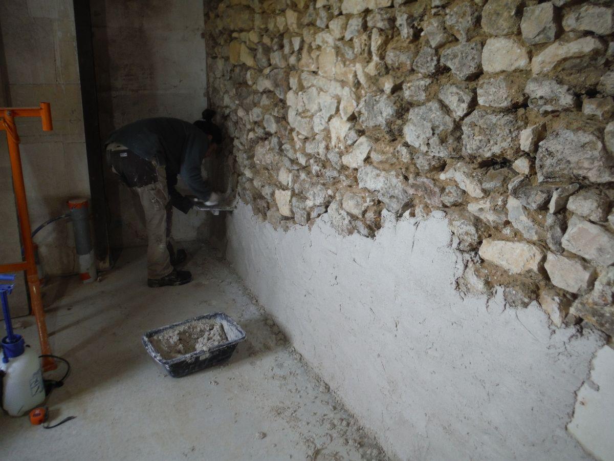 Enduit Blanc Mur Exterieur on enduit les murs à la chaux! - rénover soi-même une maison