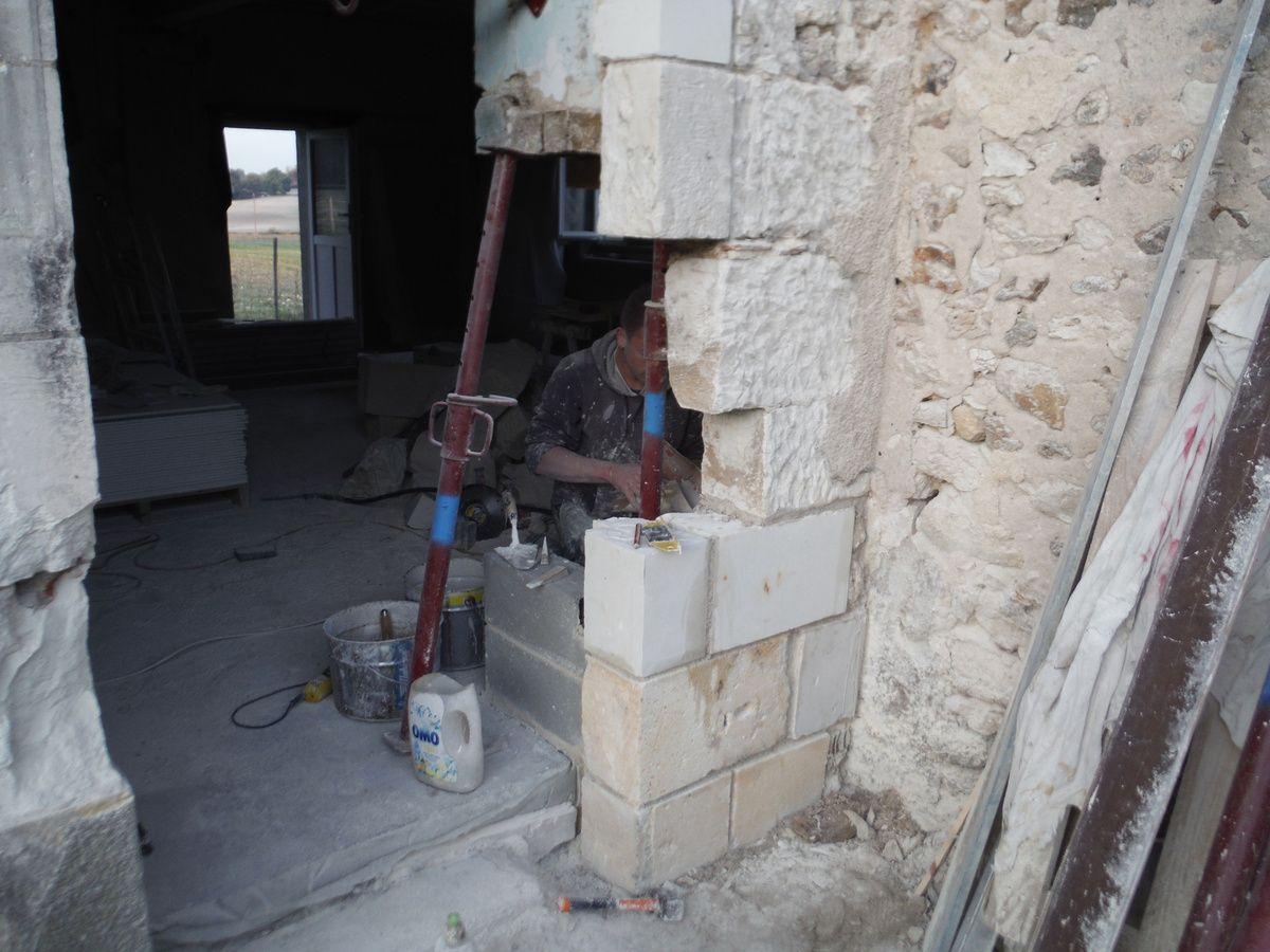 Rénovation du tour de porte en pierres de taille!